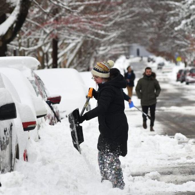 New York và bờ Đông của Mỹ bị tuyết dày cả mét vùi lấp - Ảnh 1.