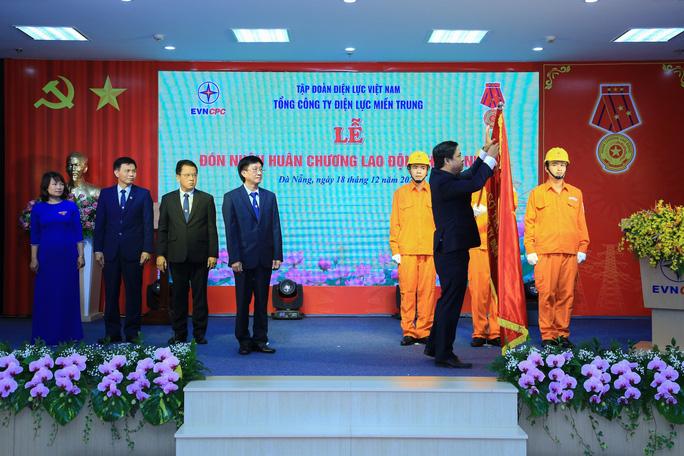 Tổng Công ty Điện lực miền Trung đón nhận Huân chương Lao động hạng Nhất - Ảnh 1.