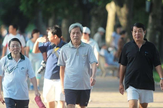 Dân số Việt Nam đang già hóa nhanh - Ảnh 1.