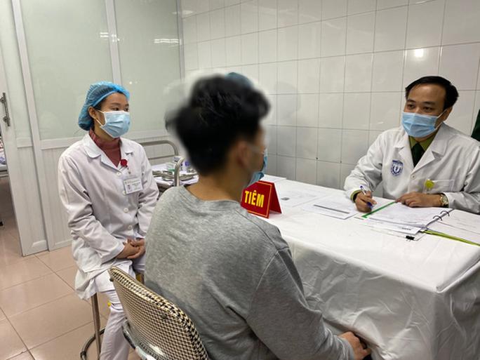 Thông tin mới về sức khoẻ 3 người tình nguyện sau tiêm vắc-xin Covid-19 - Ảnh 2.