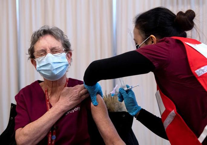 Gần 2 tỉ liều vắc-xin Covid-19 cho COVAX - Ảnh 1.