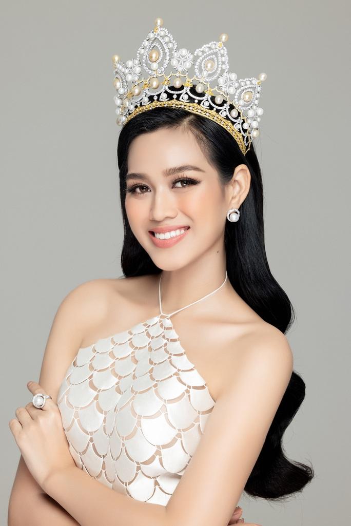 Hoa hậu Việt Nam Đỗ Thị Hà và hai á hậu lột xác sau 1 tháng đăng quang - Ảnh 2.