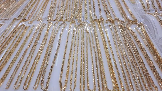 Giá vàng hôm nay 2-12: Tăng tương đương 1 triệu đồng/lượng, USD bị bán tháo - Ảnh 1.