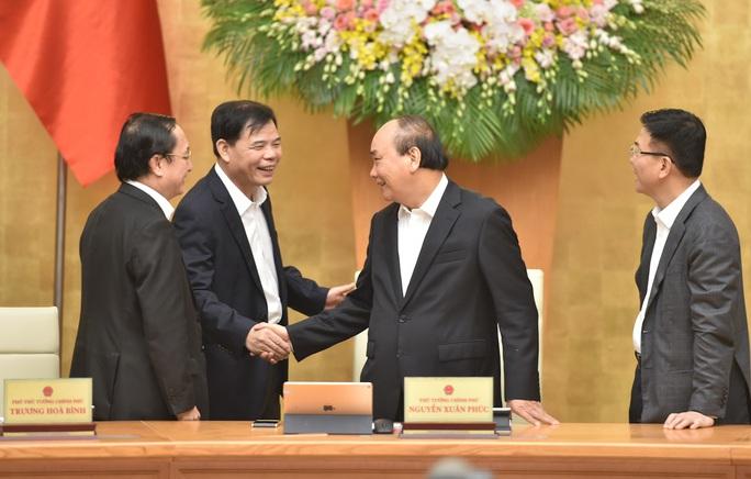 Chính phủ chúc mừng 3 tân thành viên trong phiên họp thường kỳ tháng 11 - Ảnh 1.