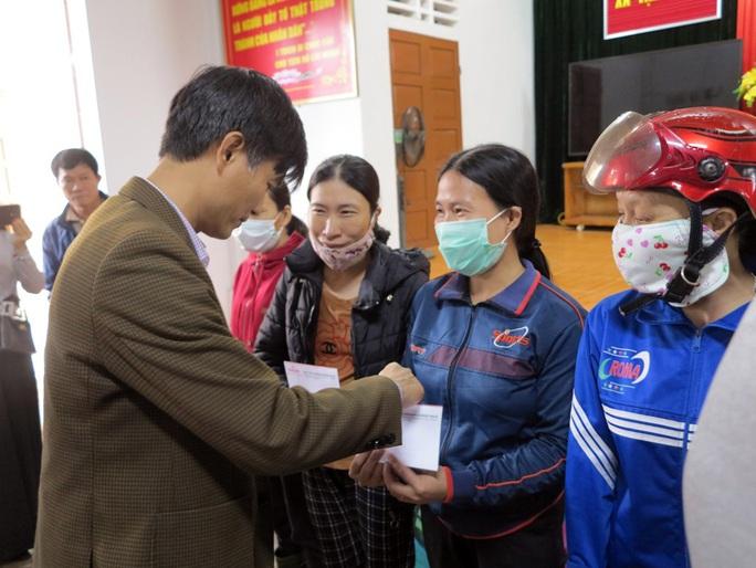 Hỗ trợ công nhân quê miền Trung bị ảnh hưởng thiên tai - Ảnh 1.