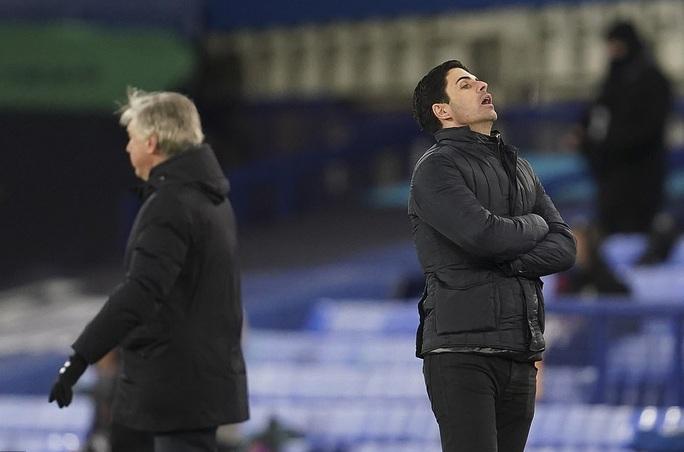Arsenal đại bại, HLV Mikel Arteta chờ ngày ra đi - Ảnh 9.