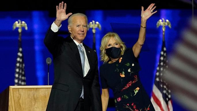 Vì sao ông Biden và bà Harris không tiêm vắc-xin Covid-19 cùng lúc? - Ảnh 1.