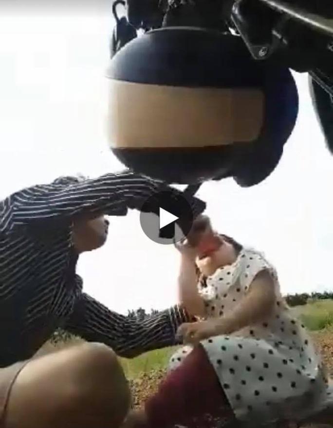 Sự thật clip người đàn ông ép con gái 3 tuổi uống nước lạ, gây chấn động mạng xã hội - Ảnh 1.