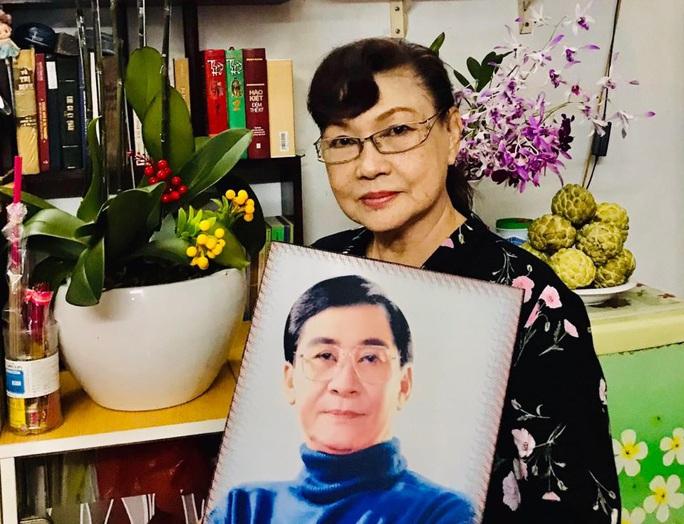 NSƯT Tô Kim Hồng chuẩn bị triển lãm ảnh của NSƯT Nam Hùng sau 49 ngày ông mất - Ảnh 1.