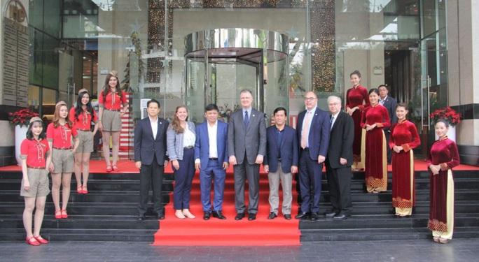 Đại sứMỹ thăm và làm việc với HDBank, Vietjet - Ảnh 1.
