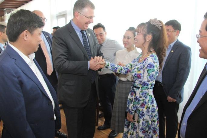 Đại sứMỹ thăm và làm việc với HDBank, Vietjet - Ảnh 2.
