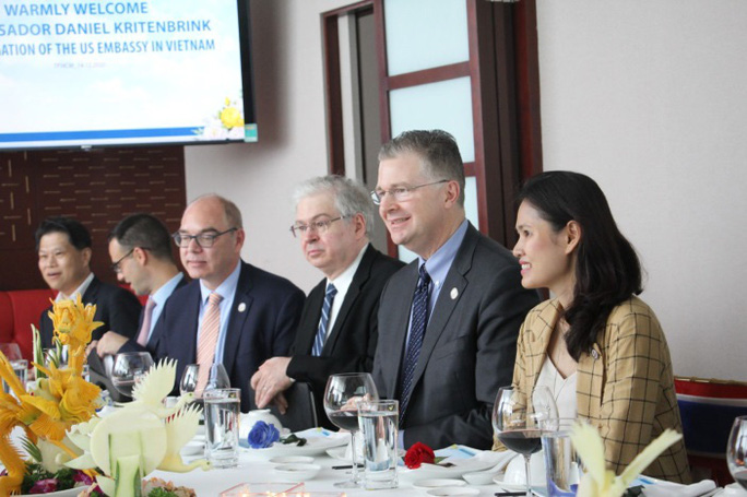 Đại sứMỹ thăm và làm việc với HDBank, Vietjet - Ảnh 3.