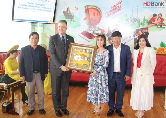 Đại sứMỹ thăm và làm việc với HDBank, Vietjet - Ảnh 4.