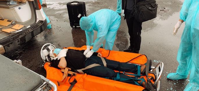 Cứu nạn 5 thuyền viên nước ngoài, trong đó 1 người tử vong - Ảnh 2.