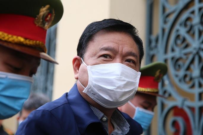 """Những chi tiết, hình ảnh """"đắt"""" trong phiên xử ông Đinh La Thăng - Ảnh 2."""