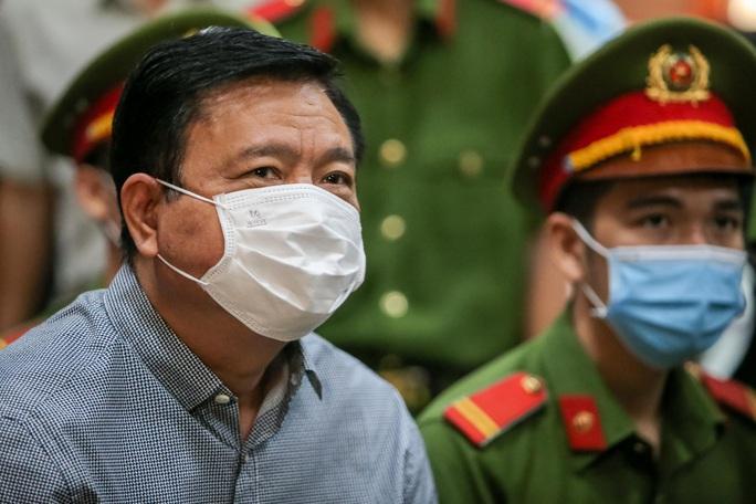 """Những chi tiết, hình ảnh """"đắt"""" trong phiên xử ông Đinh La Thăng - Ảnh 3."""