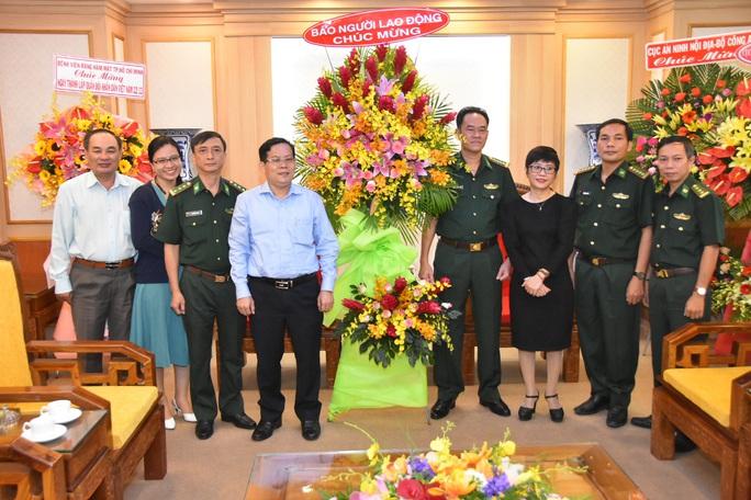 Tổng Biên tập Báo Người Lao Động thăm, chúc mừng các đơn vị quân đội - Ảnh 3.