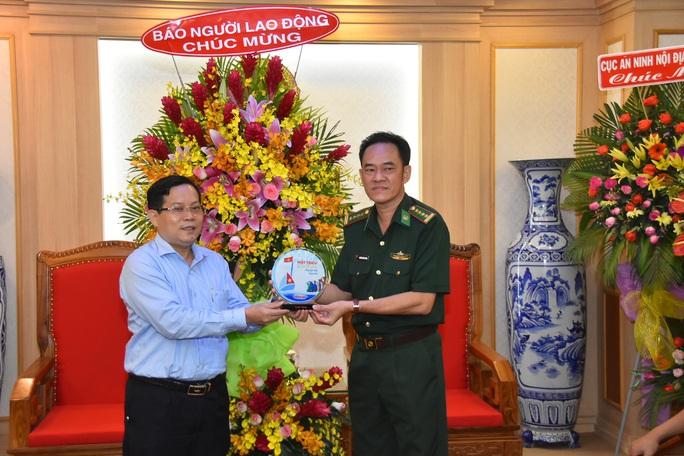Tổng Biên tập Báo Người Lao Động thăm, chúc mừng các đơn vị quân đội - Ảnh 4.