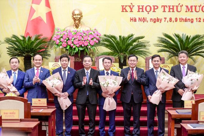 Thủ tướng phê chuẩn kết quả bầu và miễn nhiệm 5 phó chủ tịch Hà Nội - Ảnh 1.