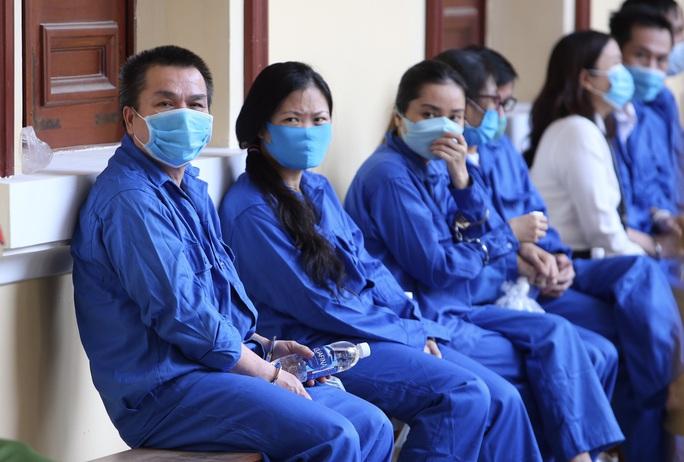 Siết chặt an ninh ở phiên tòa xử Bùi Minh Chính và đồng phạm - Ảnh 1.