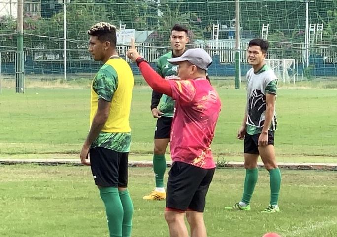 Tuyển thủ Costa Rica Jose Ortiz trở lại hội quân cùng CLB TP HCM - Ảnh 2.