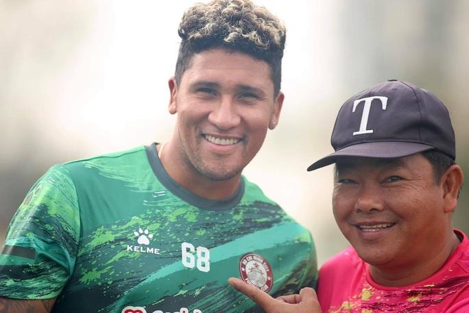 Tuyển thủ Costa Rica Jose Ortiz trở lại hội quân cùng CLB TP HCM - Ảnh 1.