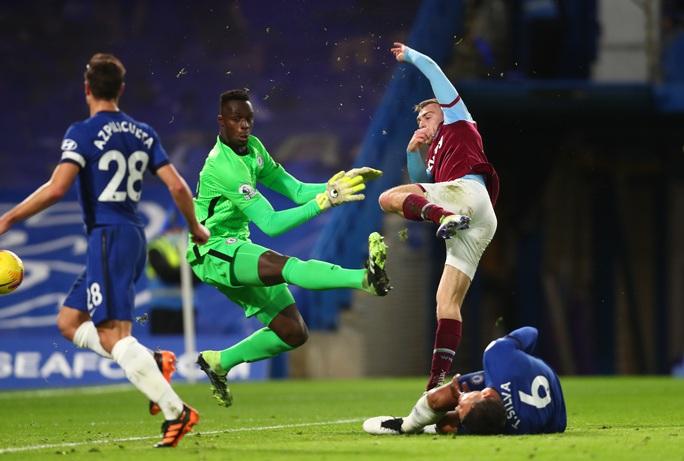 2 phút bắn hạ West Ham, Chelsea bay bổng Top 5 Ngoại hạng - Ảnh 3.