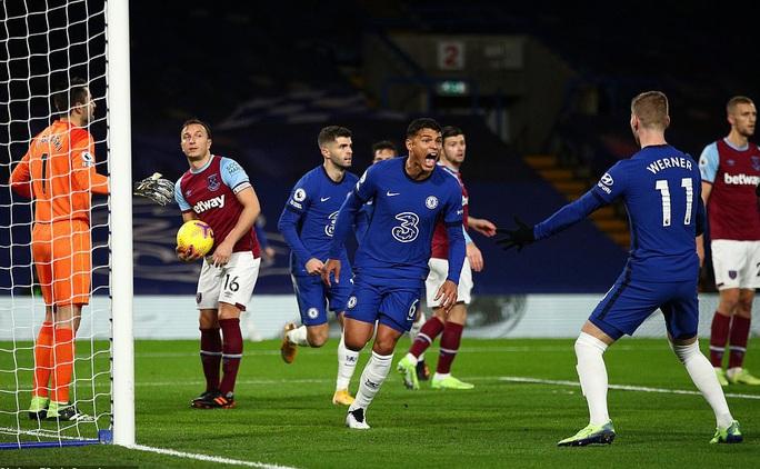 2 phút bắn hạ West Ham, Chelsea bay bổng Top 5 Ngoại hạng - Ảnh 2.