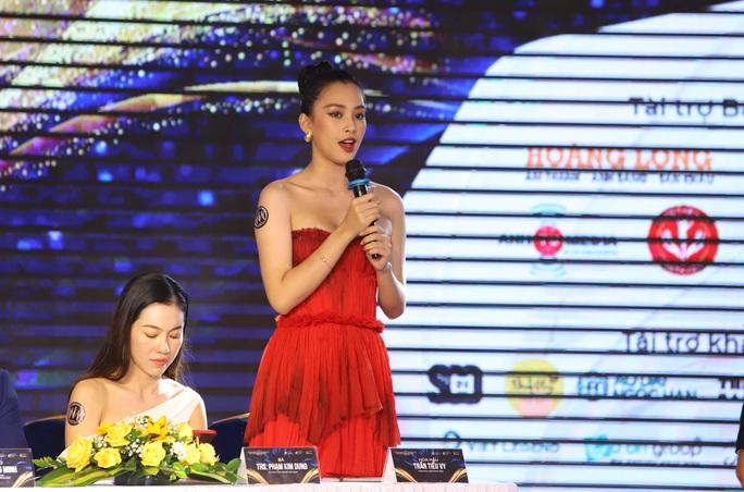 Hoa hậu Tiểu Vy làm giám khảo cuộc thi Hoa khôi Du lịch Đà Nẵng - Ảnh 3.