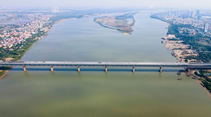 CLIP: Cận cảnh công nhân gấp rút sửa cầu Thăng Long chi phí 269 tỉ đồng - Ảnh 2.