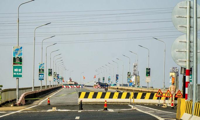 CLIP: Cận cảnh công nhân gấp rút sửa cầu Thăng Long chi phí 269 tỉ đồng - Ảnh 3.