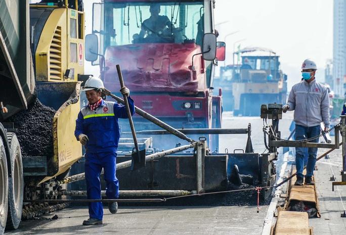 CLIP: Cận cảnh công nhân gấp rút sửa cầu Thăng Long chi phí 269 tỉ đồng - Ảnh 5.