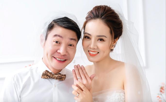 Cô Đẩu Công Lý hài hước trong bộ ảnh cưới trước lễ cưới lần 3 - Ảnh 2.