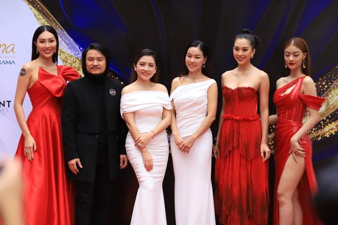 Hoa hậu Tiểu Vy làm giám khảo cuộc thi Hoa khôi Du lịch Đà Nẵng - Ảnh 2.