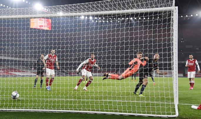 Đè bẹp chủ nhà Arsenal, Man City giành vé bán kết League Cup - Ảnh 2.