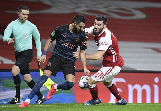 Đè bẹp chủ nhà Arsenal, Man City giành vé bán kết League Cup - Ảnh 1.