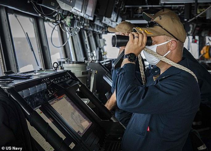 Mỹ - Trung đấu khẩu sau khi tàu chiến Mỹ áp sát quần đảo Trường Sa - Ảnh 2.