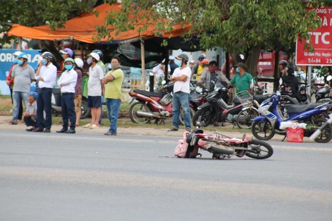 Nữ sinh Bình Thuận chết thảm trên đường đi học - Ảnh 2.