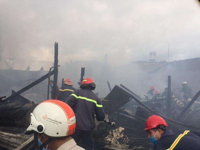 Hỏa hoạn dữ dội khiến 4 căn nhà cháy rụi hoàn toàn ở Lâm Đồng - Ảnh 2.