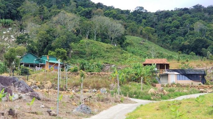 Hàng chục căn nhà trái phép mọc lên sát núi Voi ở Lâm Đồng - Ảnh 2.