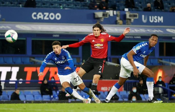 Cavani lập siêu phẩm loại Everton, Man United chờ chạm trán Man City ở bán kết - Ảnh 3.