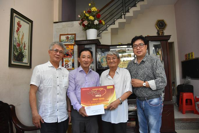 Mai Vàng nhân ái thăm hai NSƯT Tạ Hiền Minh và Bùi Xuân Hanh - Ảnh 1.