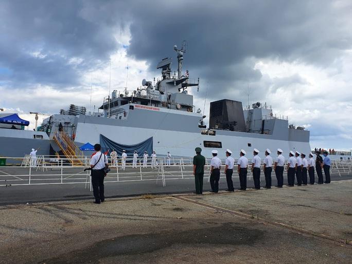 Hình ảnh tàu Hải quân Ấn Độ INS Kiltan tại Cảng Nhà Rồng - Ảnh 2.