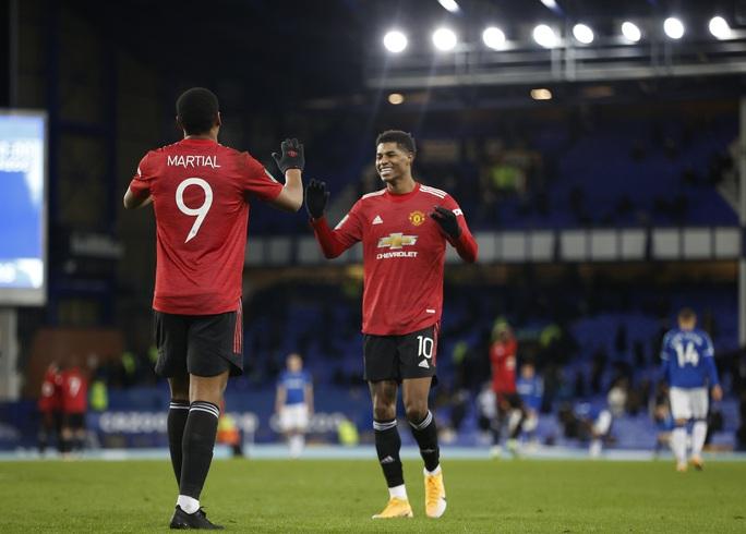 Cavani lập siêu phẩm loại Everton, Man United chờ chạm trán Man City ở bán kết - Ảnh 5.