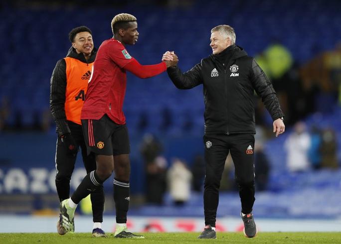 Cavani lập siêu phẩm loại Everton, Man United chờ chạm trán Man City ở bán kết - Ảnh 6.