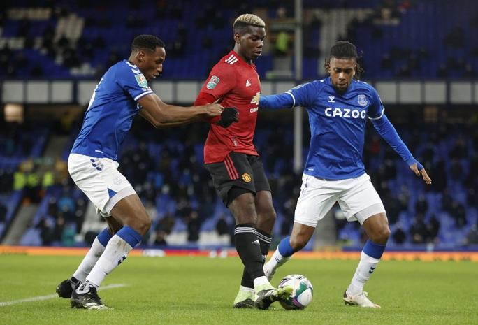 Cavani lập siêu phẩm loại Everton, Man United chờ chạm trán Man City ở bán kết - Ảnh 2.