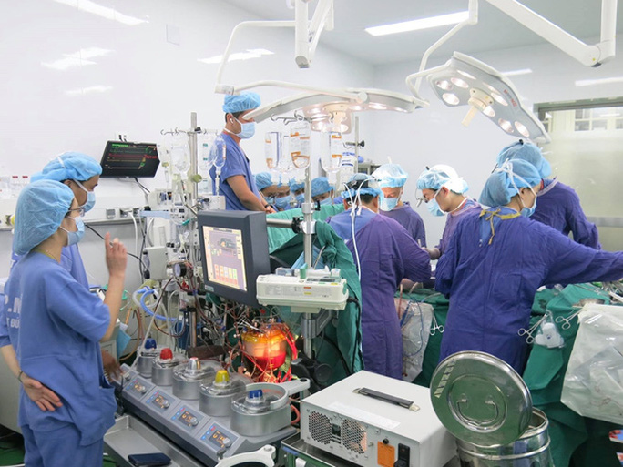 Giám đốc Bệnh viện Việt Đức nhận danh hiệu Anh hùng lao động - Ảnh 4.