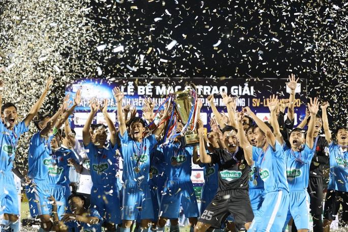 Cựu trợ lí trọng tài FIFA đưa Trường Đại học Cần Thơ đăng quang SV-League 2020 - Ảnh 3.