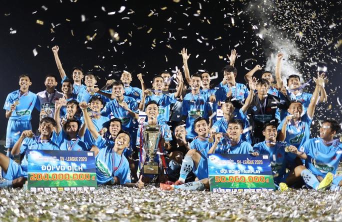 Cựu trợ lí trọng tài FIFA đưa Trường Đại học Cần Thơ đăng quang SV-League 2020 - Ảnh 1.