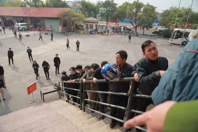 Người hâm mộ Phú Thọ xếp hàng dài mua vé trận đội tuyển Việt Nam - U22 Việt Nam - Ảnh 1.